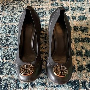Tory Burch Caroline Wedges in Black Size 7